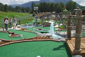 Amazing Fun Center - all summer, all weather fun :: From mini-golf to go karts, from our famous GLACIER MAZE to bumper boats, everyone in the family will love our inexpensive attractions, just 7 minutes to West Glacier.