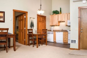 Glacier Ridge Suites - better value than HOTELS :: Spacious suites in Kalispell include equipped kitchen, down bedding, high-speed internet & convenient location. Daily, weekly, monthly. Flexible rates available!