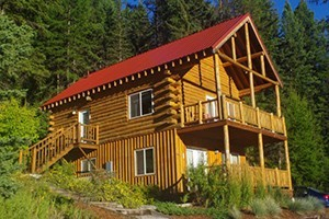 Bar W Ranch - B&B and guest lodge rooms :: Bring the whole family and relax in a cozy B&B ranch suite, personal cabin or GLAMPING TENT. Wagon & sleigh rides, fishing, horseback riding & hiking and great food await you.